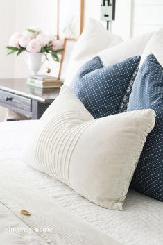 Blue & White Summer Bedding #summer #navy #blueandwhite #classichome