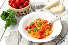 La pasta allo scarpariello è un primo piatto della cucina tipica napoletana, una colorata e saporita spaghettata con una bellissima storia da raccontare!