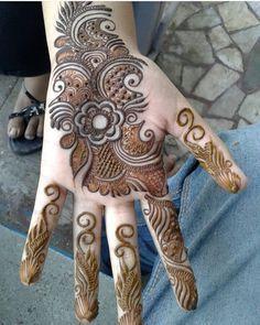 Rajasthani Flower Mehndi Designs For Hands Step By Step. rajhastani mehndi designs are very fa. Mehndi Designs For Girls, Simple Arabic Mehndi Designs, Henna Art Designs, Mehndi Designs For Beginners, Mehndi Designs 2018, Dulhan Mehndi Designs, Mehndi Designs For Fingers, Stylish Mehndi Designs, Wedding Mehndi Designs