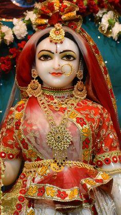 Radha Rani, Krishna Radha, Krishna Love, Hare Krishna, Lord Krishna Images, Krishna Photos, Krishna Birth, Krishna Statue, Pooja Room Design