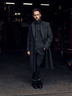 Patrick J. Adams Knows Why 'Suits' is So Popular Suits Series, Suits Tv Shows, Modern Gentleman, Gentleman Style, Suits Harvey, Mens Fashion, Suit Fashion, Casual, Dapper