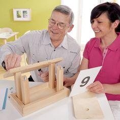Les personnes atteintes de la maladie d'Alzheimer ou de démences apparentées ont besoin d'un accompagnement riche en stimulation cognitives régulières et d'un maintien de la participation sociale. Le manque d'activité engendre souvent de l'apathie comme de l'anxiété et engendre en cascade des troubles comportementales. L'objectif de la méthode Montessori adaptée est de proposer des activités …