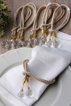 Cheap Home Decor, Diy Home Decor, Deco Champetre, Wood Napkin Holder, Wedding Napkins, Wedding Napkin Rings, Diy Napkin Rings, Wedding Decorations, Table Decorations
