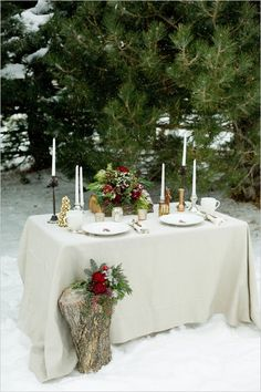 winter wedding sweetheart table #sweethearttable #weddingdecor #weddingchicks http://www.weddingchicks.com/2014/03/27/winter-romance-wedding-ideas/
