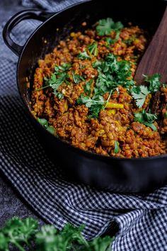 Lämmittävä linssi-kvinoapata (gl,v) Vegan Recepies, Vegetarian Recipes, Healthy Recipes, Vegan Baking, Vegan Food, I Love Food, Fried Rice, Curry, Food Porn