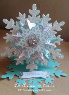 Stampin up festive flurry easel cardNot diy just fun IdeaI like the shapes, and style, but let's do this in a more refined way, 3d Christmas, Christmas Paper Crafts, Christmas Snowflakes, Christmas Projects, Handmade Christmas, Holiday Crafts, Pop Up Cards, Xmas Cards, Snowflake Cards