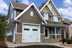 Portes de garage Garex / Modèle New-Hampshire / Couleur: blanche / fenêtres: scellées 8 carreaux blancs / cadres blancs / ensemble de pentures et poignées décoratives / www.garex.ca