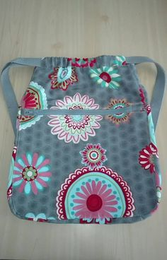 Sewing Hacks, Sewing Tutorials, Sewing Projects, Sewing Patterns, Drawstring Backpack Tutorial, Fabric Gift Bags, Beautiful Nature Wallpaper, Fabric Painting, Pouch