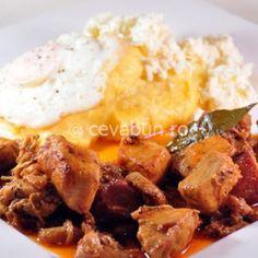 Tochitura - reteta originala Porc Au Caramel, Romanian Food, Mashed Potatoes, Food And Drink, Cooking Recipes, Ethnic Recipes, Kitchen, Essen, Whipped Potatoes