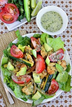 Oh yum, who can resist a SIZZZZZLING salad? Chicken Fajita Sizzling Salad with Cilantro Lime Vinaigrette From: Iowa Girl Eats, please visit Healthy Food Recipes, Mexican Food Recipes, Salad Recipes, Dinner Recipes, Cooking Recipes, Dinner Ideas, I Love Food, Good Food, Yummy Food