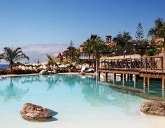 #Grand #Bahia Del Duque #Resort are hectare intregi de gradini subtropicale si ofera privelisti ale Plajei #Duque din #Tenerife.