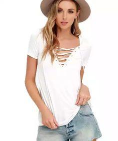 V&V Dámské tričko s výstřihem Criss Cross - bílé (S) - V&V