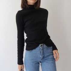 Black vintage ribbed turtleneck roll neck jumper  size 8 stretchy. In great vintage condition, no flaws. Instant buy is on! ✨