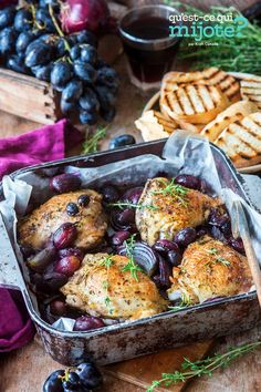 Hauts de cuisse de poulet grillés avec raisins et thym #recette Thyme Recipes, Duck Recipes, Chicken Recipes, Easy Recipes, Roasted Chicken Thighs, Nutrition, Cooking Instructions, What To Cook, Original Recipe