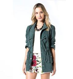 #StyleTips: a parka verde é cool e deixa os looks de inverno mais vibrantes. #estilosacada
