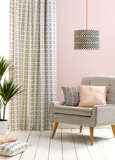 Classic modern living room reading corner with pink walls and grey mid-century furniture. Accessories & decoration by Sian Elin New Living Room, Living Room Modern, My New Room, Living Room Furniture, Living Room Decor, Bedroom Decor, Piece A Vivre, Pink Walls, Grey Walls