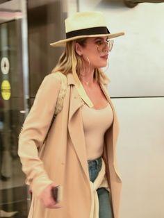 Khloe Kardashian Photos Photos - Reality star Khloe Kardashian arrives at Miami airport on September - Khloe Kardashian Touches Down in Miami Koko Kardashian, Khloe Kardashian Photos, Street Style Women, Miami Airport, Street Wear, Product Launch, Hollywood, September, How To Wear