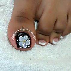 Pedi Pedicure Nails, Pedicures, Pied Halloween, Toe Nail Art, Toe Nails, Cute Pedicure Designs, Nail Polish Style, French Pedicure, Gel Toes