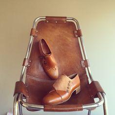 Asymmetric shoes. #aldanondoyfdez #shoes #shoesmaker #bespoke #blucher #zapatos #chaussures #charlotteperriand #perriand #menshoes #menswear #womenshoes #unisex #guateado