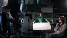 Los alumnos del Máster Profesional de Cine Digital practican con la cámara en el plató con chroma key de Trazos. Para más información sobre nuestro Máster en Efectos Visuales, clica en la imagen