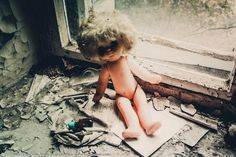 Postalovsky photographs the dolls as he finds them, without moving them from the places they've been lying for nearly 30 years. Chernobyl Disaster, Dolls, 30 Years, Abandoned, Photographs, Places, Fotografia, Baby Dolls, Left Out