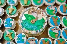 Monkey themed cupcakes with matching smash cake perfect for any first birthday!