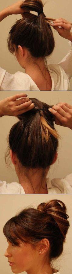Du kannst auch erst einen Pferdeschwanz machen, dann Deine Haare durchfädeln und mit Spangen fixieren.   25 Tipps und Tricks für den perfekten Dutt