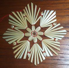 It Was A Work of Craft — Scandinavian straw ornaments Frugal Christmas, Christmas Angels, Holiday Crafts, Christmas Star, Drinking Straw Crafts, Corn Dolly, Straw Art, International Craft, Straw Weaving
