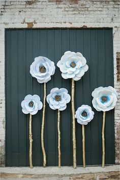 giant paper flower backdrop / http://www.deerpearlflowers.com/paper-flower-wedding-ideas/