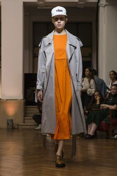 Vien Spring 2018 Fashion Show, The Best of Milan Runway at TheImpression.com - Fashion news, street style, models, & more