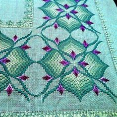Bargello Embroidery Models 15 - Diy and Crafts Broderie Bargello, Bargello Needlepoint, Bargello Quilts, Needlepoint Stitches, Needlepoint Kits, Needlework, Hand Embroidery Videos, Hand Embroidery Designs, Embroidery Patterns