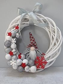 Christmas Advent Wreath, Christmas Candle Decorations, Christmas Card Crafts, Christmas Swags, Holiday Wreaths, Christmas Inspiration, Diy Christmas Decorations, Christmas Crafts, Christmas Ornaments