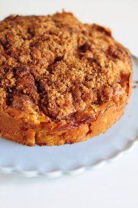 Gâteau aux pommes, sucre de cannelle et caramel