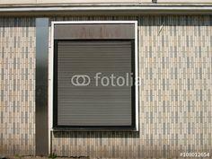 Geschlossener Rollladen in einer Klinkerfassade der Sechziger Jahre in Bielefeld-Schildesche