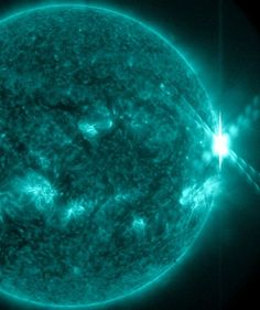 X-FLARE! Earth orbiting satellites have just detected another strong solar flare Helix Nebula, Orion Nebula, Andromeda Galaxy, Solar Activity, Solar Flares, Carina Nebula, Hubble Images, Star Formation, Whirlpool Galaxy