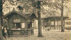 De oorspronkelijke situatie aan het Hunnerpark rechts de tram en het wachthuisje. Het Peemankeetje staat iets verder het park in en heeft de oorspronkelijke, rijkversierde uitvoering. Collectie Regionaal Archief Nijmegen.