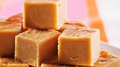 Voatsiperifery pepper fudge recipe, from Souschef. Köstliche Desserts, Delicious Desserts, Dessert Recipes, Yummy Food, Desserts Faciles, Canadian Cuisine, Canadian Food, Canadian Recipes, Maple Fudge