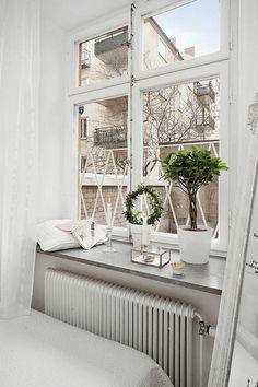 Fensterbank im schlafzimmer dekorieren