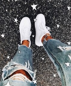 16 ideas for how to wear white shoes casual outfit - How to Wear a Bralette - Trendy Outfits, Summer Outfits, Cute Outfits, Fashion Outfits, Sneakers Fashion, Denim Shoes, Women's Shoes, Vans Shoes Outfit, Shoes Sneakers