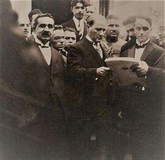 Mustafa Kemal Atatürk'e Nutuk'un ilk baskısı takdim ediliyor. 1927