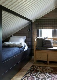 bed is sideways into roof angle Scandinavian Interior Bedroom, Scandinavian Cabin, Home Interior, Scandinavian Design, Cabin Curtains, Building A Cabin, Simply Home, Cabin Interiors, New Beds