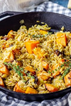 This one pot orzo is such an easy vegetarian skillet dinner! With a buttery sauce and roasted butternut squash it's such a comforting winter dinner. dinner One Pot Orzo with Roasted Butternut Squash One Pot Vegetarian, Vegetarian Recipes Dinner, Veggie Dinner, Winter Dinner Recipes, Fall Recipes, Autumn Recipes Vegan, Autumn Squash Recipes, Winter Dinner Ideas, Orzo Recipes