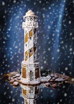 GINGERBREAD LIGHTHOUSE #GingerbreadHouses Förra julens pepparkaksbygge. Ännu inte kommit på vad jag ska bygga i år - några idéer? Kommentera gärna och tipsa...  Varje jul brukar jag bygga nånting (oftast gör jag egna ritningar), och det har…