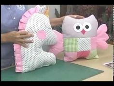 Como hacer un cojin de unicornio. 5/5 - YouTube Pillow Set, Pillow Covers, Baby Shawer, Cute Quilts, Fabric Toys, Cute Pillows, Baby Sewing, Baby Items, Diy And Crafts