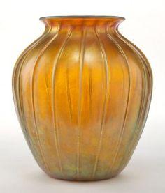 Tiffany Studios Favrile Gold Favrile glass vase with defined ribs, circa 1900 Tiffany Art, Tiffany Glass, Louis Comfort Tiffany, Glass Museum, Stained Glass Lamps, Glass Ceramic, Glass Design, Decorative Accessories, Glass Art