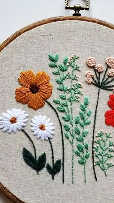 Hand Embroidery Patterns Flowers, Hand Embroidery Projects, Embroidery Stitches Tutorial, Hand Embroidery Designs, Embroidery Kits, Embroidered Flowers, Embroidered Shorts, Jute, Hand Painted Fabric