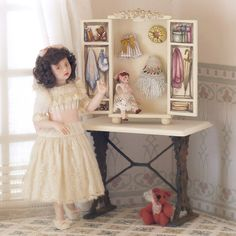 Peint à la main de Cabinet exclusif avec poupée de par MINIATURAFR