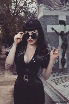 I'm Jessica, I'm interested in things such as the Gothic Subculture,Horror/Macabre,plus Punk and Psychobilly.I also have a big interests in Pop Culture so a bit of everything, but mostly dark and spooky things 👻 Dark Beauty, Goth Beauty, Rockabilly Mode, Rockabilly Fashion, Rockabilly Bangs, Dark Fashion, Gothic Fashion, Vintage Fashion, Alternative Mode