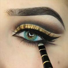Makeup Looks Discover Gold Eye MakeUp Tutorial Gold Eye MakeUp Tutorial Yellow Eye Makeup, Gold Eye Makeup, Colorful Eye Makeup, Smokey Eye Makeup, Eyebrow Makeup, Makeup Eye Looks, Eye Makeup Steps, Beautiful Eye Makeup, Eyeshadow Looks
