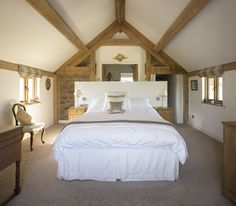 20 Vaulted Ceiling Bedroom Design Ideas for Your Inspiration Vaulted Ceiling Bedroom, Barn Conversion Interiors, Barn Conversion Bedroom, Loft Style Bedroom, Border Oak, Budget Bedroom, Bedroom Ideas, Bedroom Designs, Barn Bedrooms